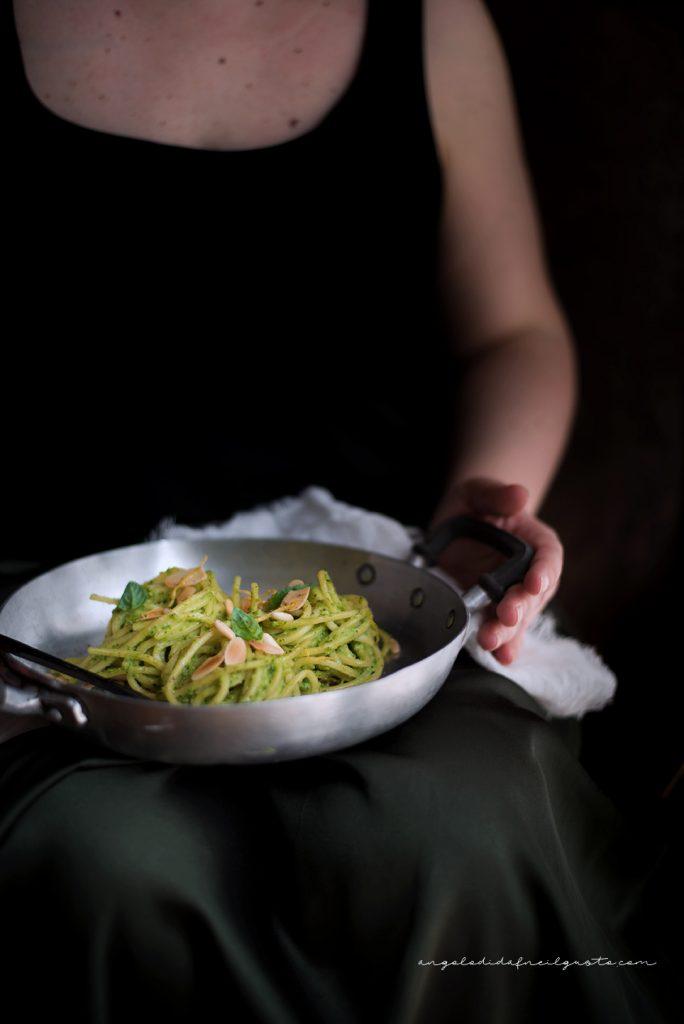 Spaghettoni con crema di zucchine profumata al limone e basilico 750