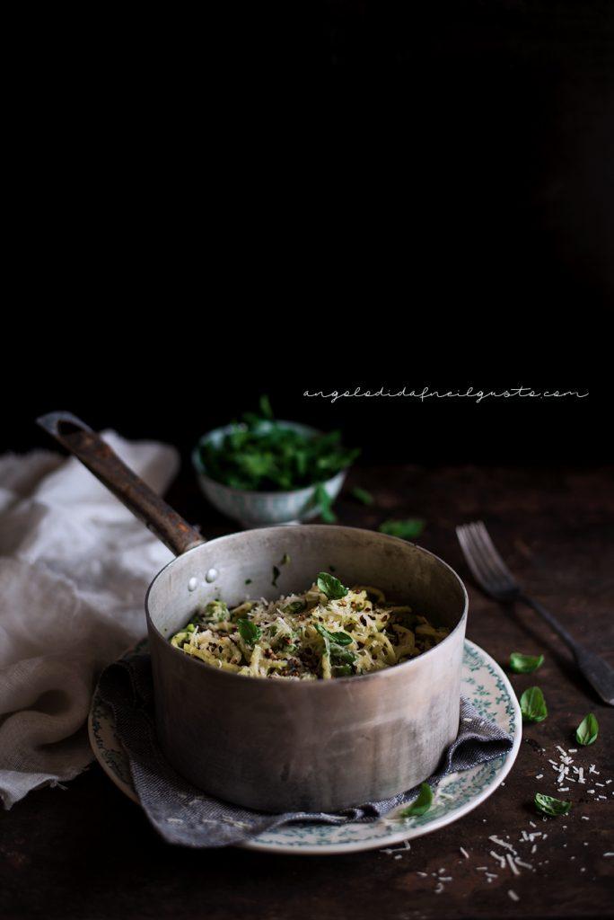 Troccoli con asparagi, fagiolini e trito aromatico 5394