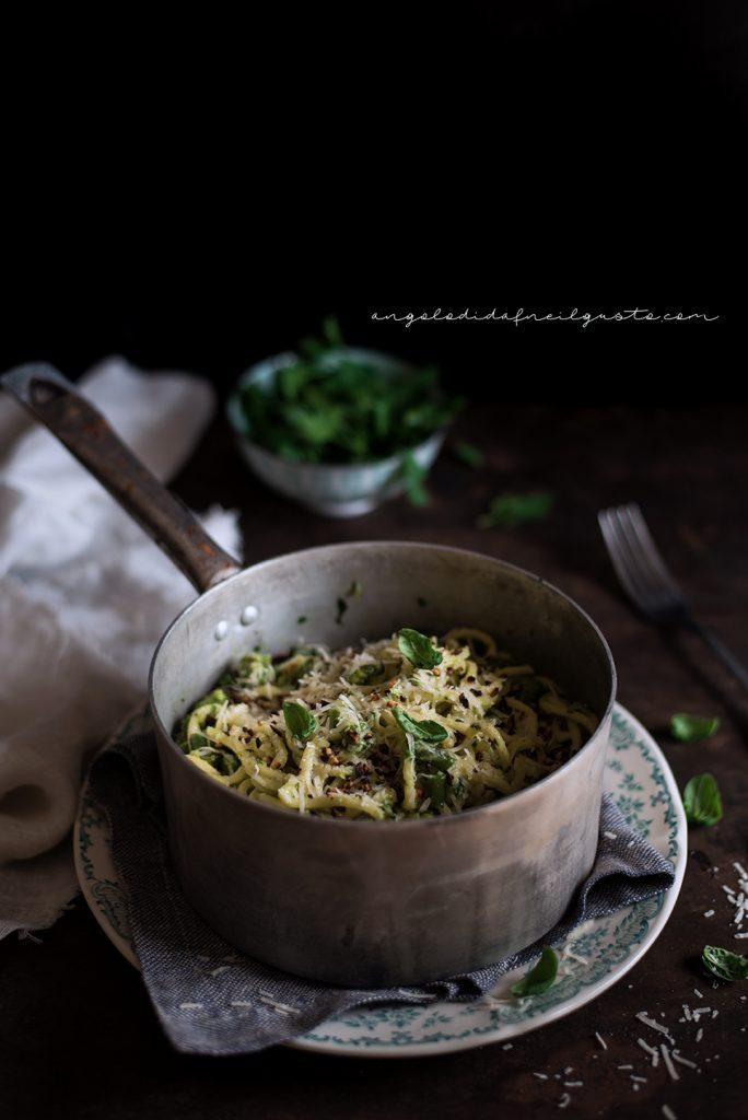 Troccoli con asparagi, fagiolini e trito aromatico 5395