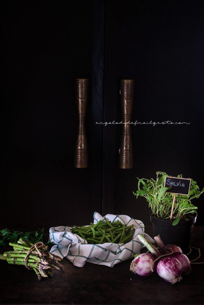 Troccoli con asparagi, fagiolini e trito aromatico _5313