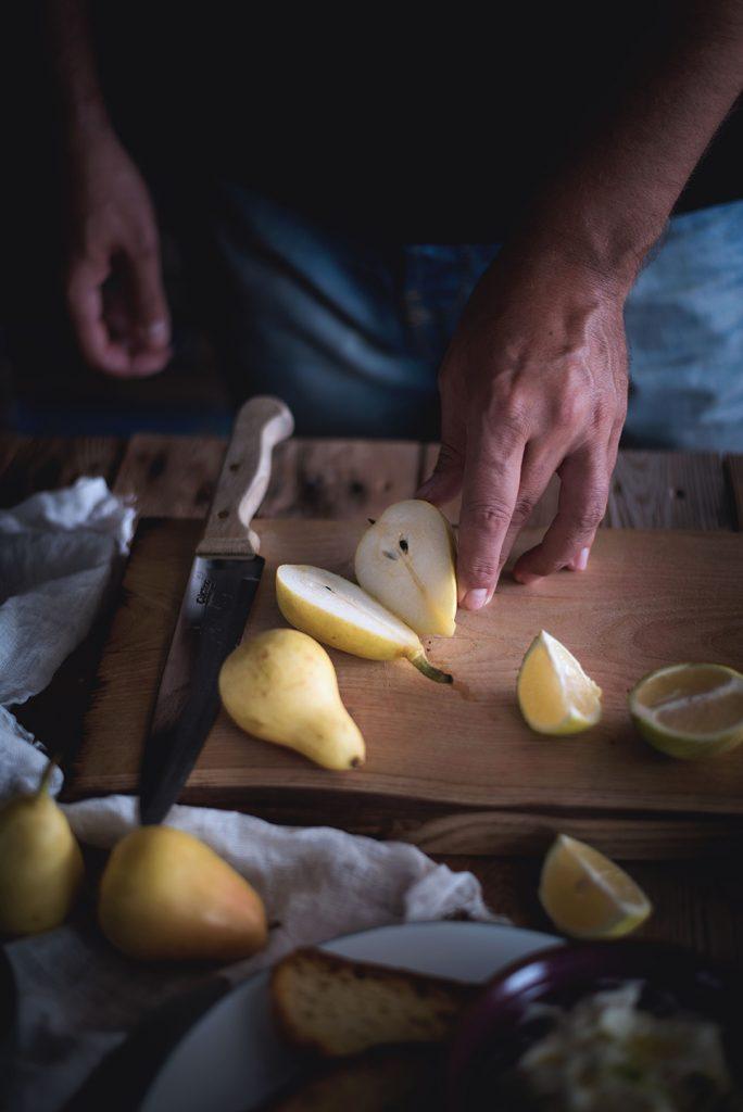 crostoni-al-mascarpone-crudo-e-pere-con-pistacchi-e-miele2