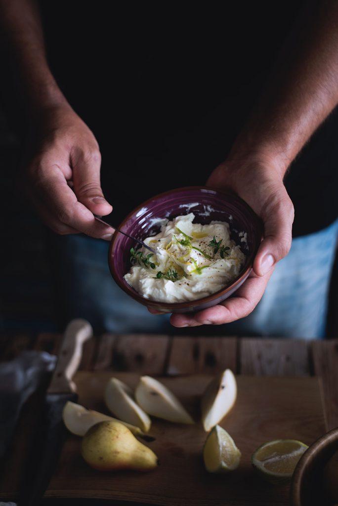 crostoni-al-mascarpone-crudo-e-pere-con-pistacchi-e-miele3
