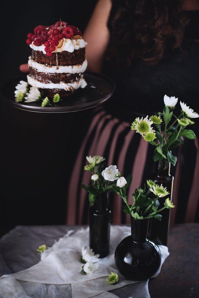 torta-al-cioccolato-e-cocco-con-panna-salsa-mou-anacardi-e-lamponi-80