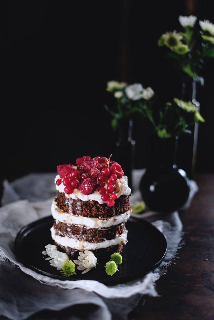 torta-al-cioccolato-e-cocco-con-panna-salsa-mou-anacardi-e-lamponi-83