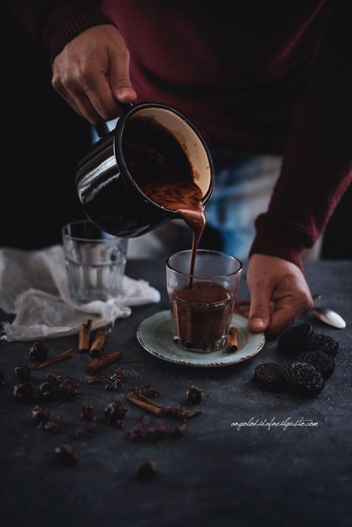 cioccolata-calda-alle-spezie-e-rum-1