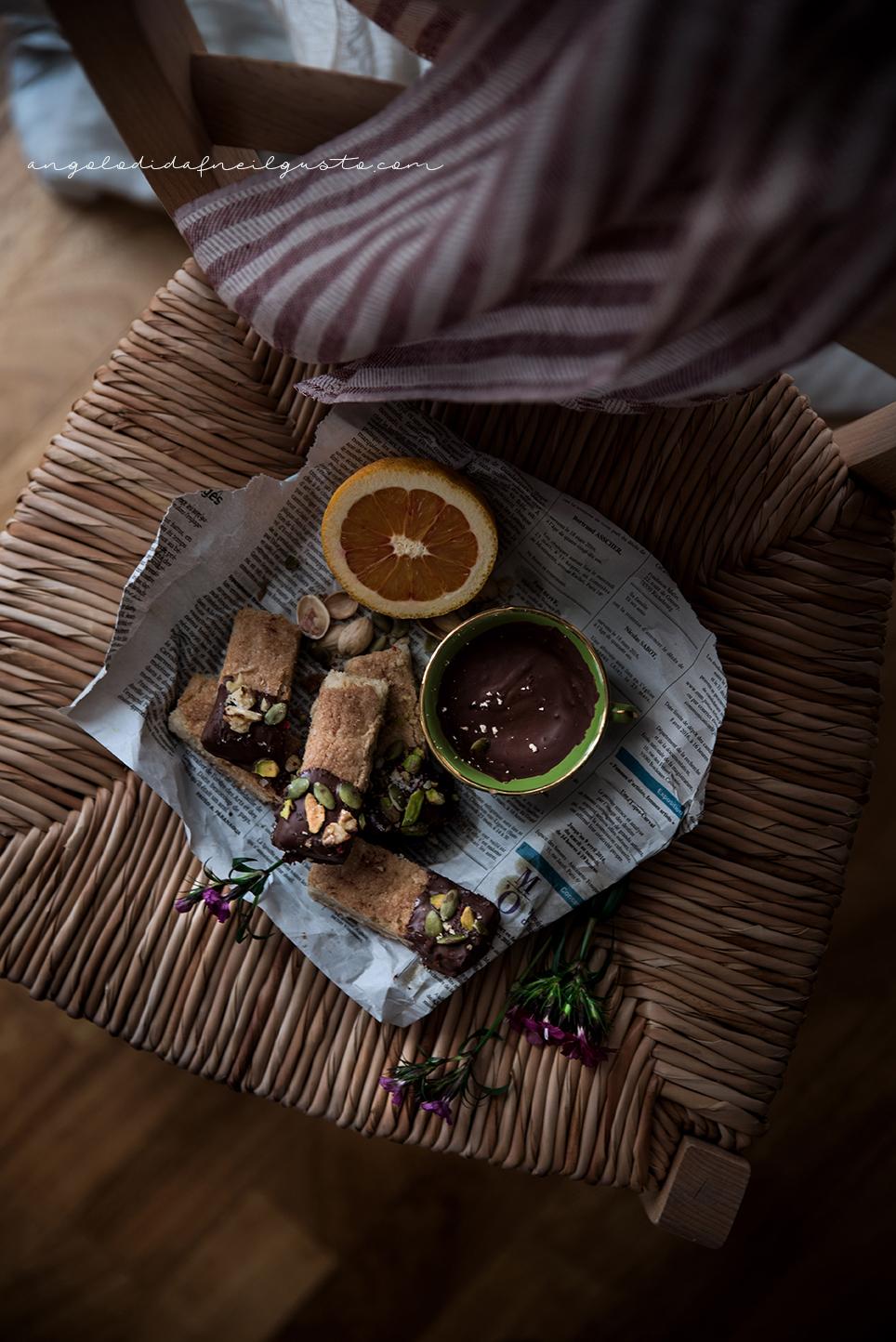 Rosa Secca Cosa Fare shortbread farciti al cioccolato, pepe rosa, fleur de sel e frutta secca