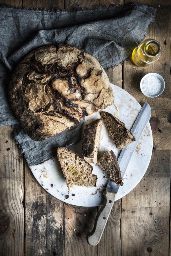 Pane a lenta lievitazione con patate, yogurt, mela, rum e miele cotto in pentola