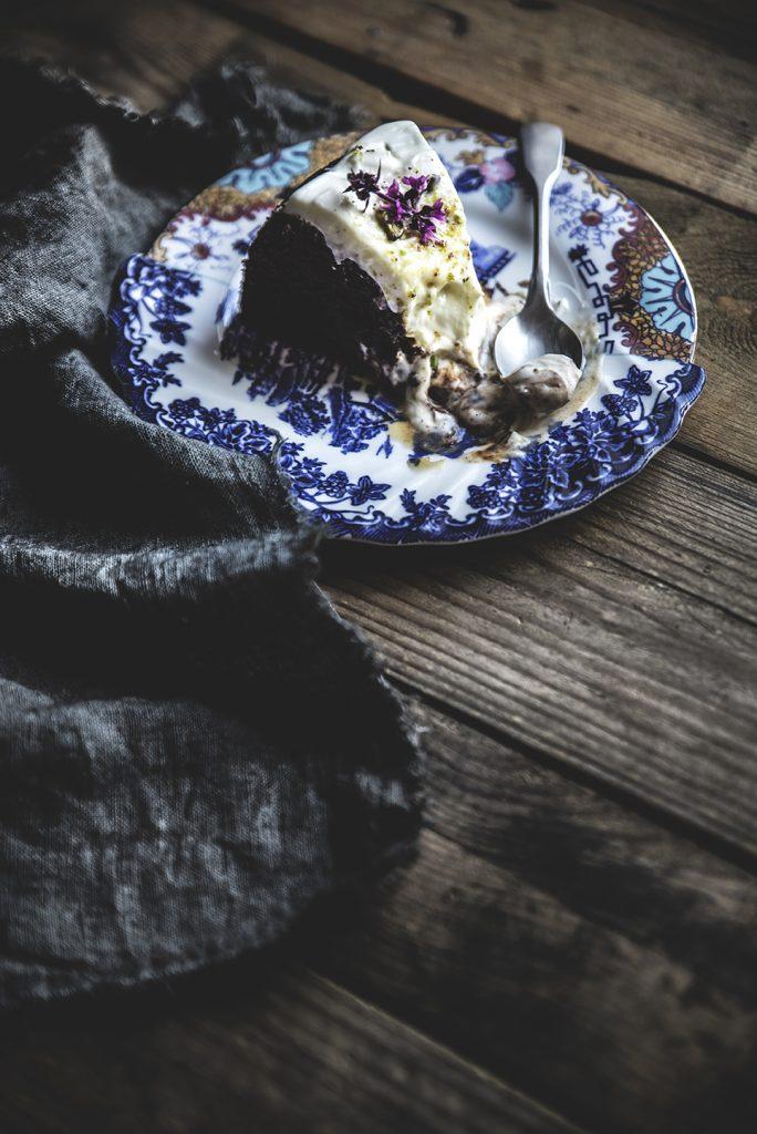 Torta al cioccolato, pere e pistacchi