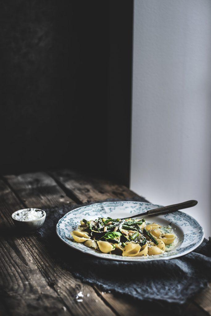 Conchiglie rigate con zucchine, fagiolini, pinoli tostati e ricotta salata