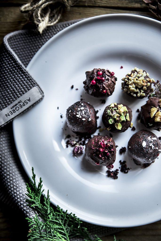 Bon Bon granellati, al cioccolato fondente e olio evo, con burro d'arachidi e latte condensato
