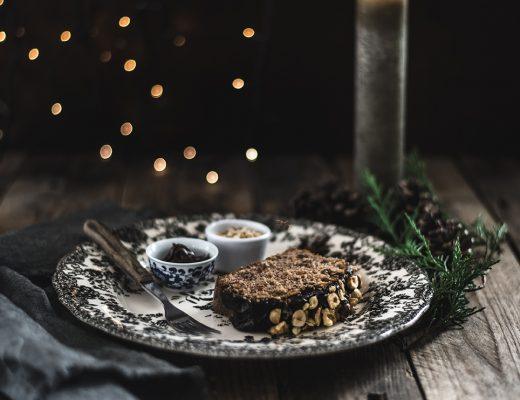 Plumcake speziato alle noci e nocciole con ganache al cioccolato e mou